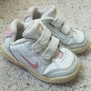 NIKE embroidered swoosh velcro baby girl sneakers
